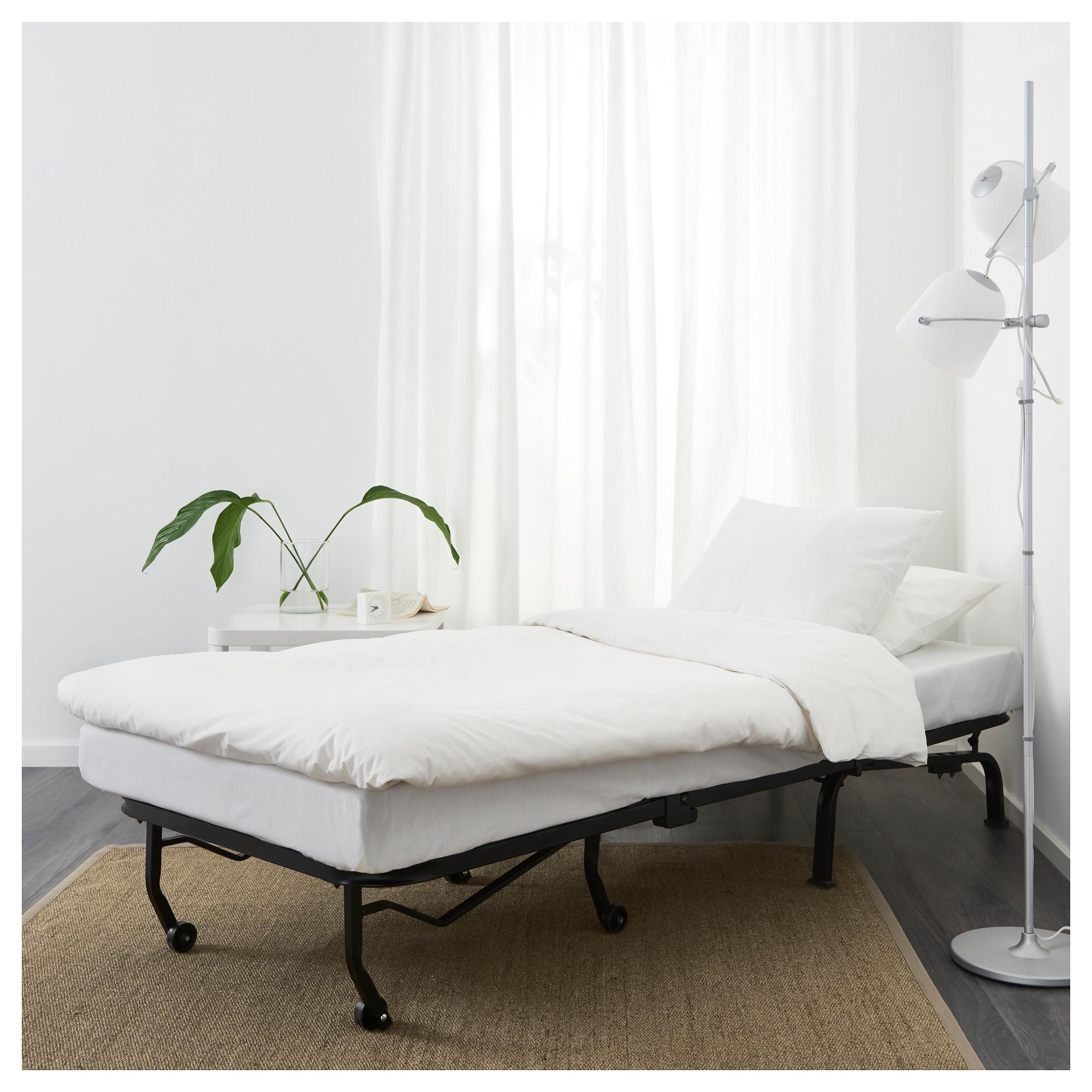 Металлические ножки современной кровати