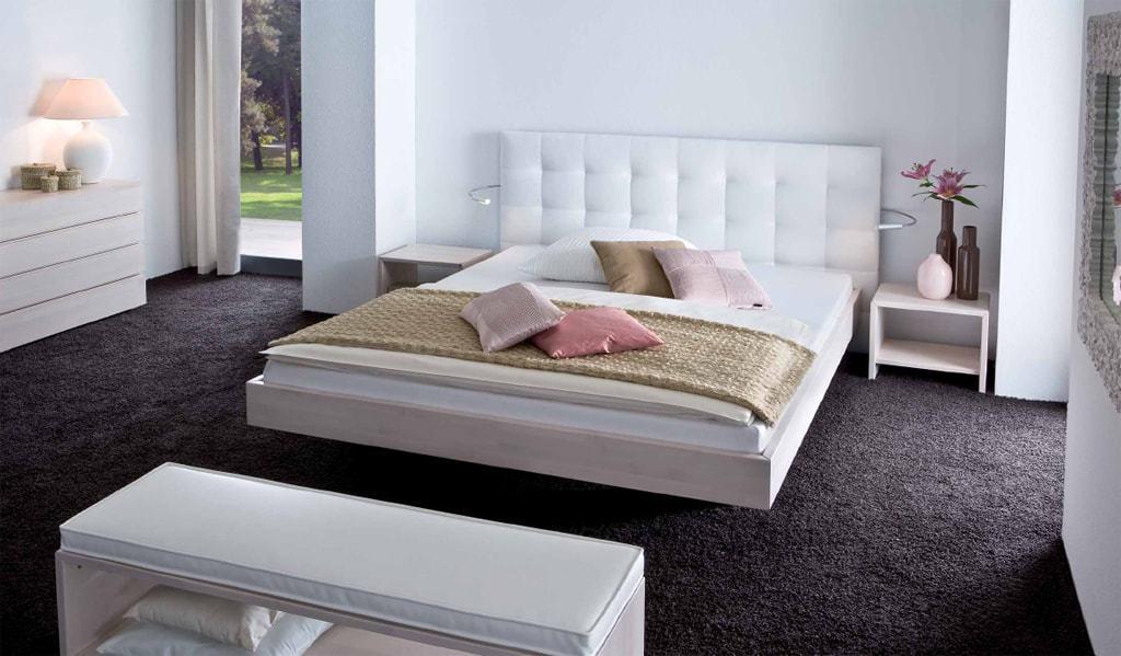 Минималистичесский стиль оформления кровати