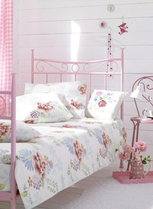 Мягкие оттенки современной кровати