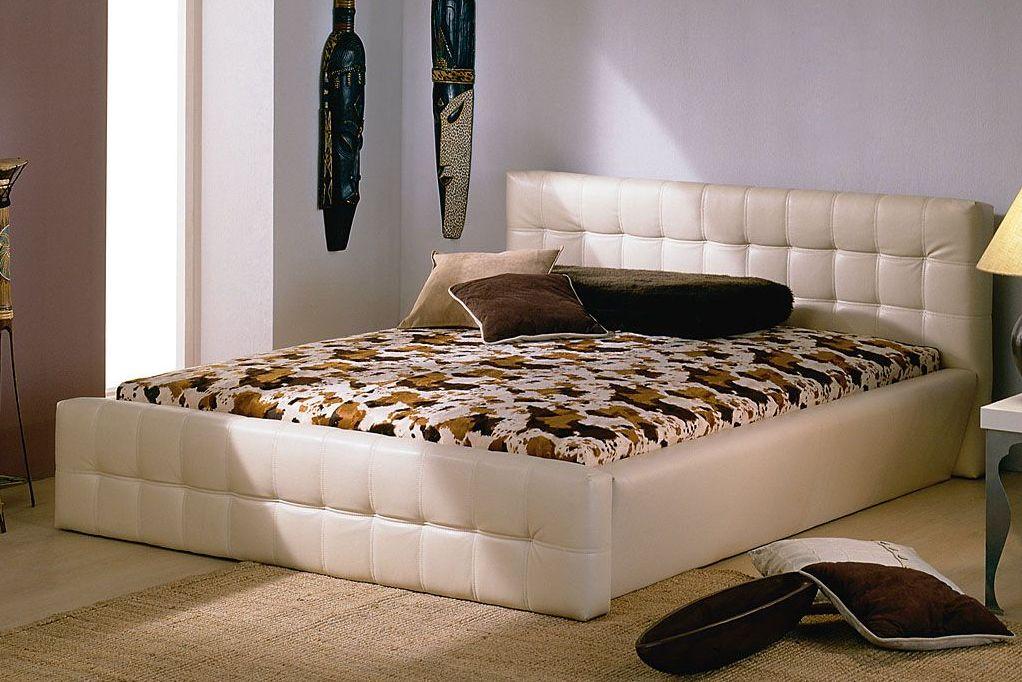 Мягкие покрытия бежевой кровати