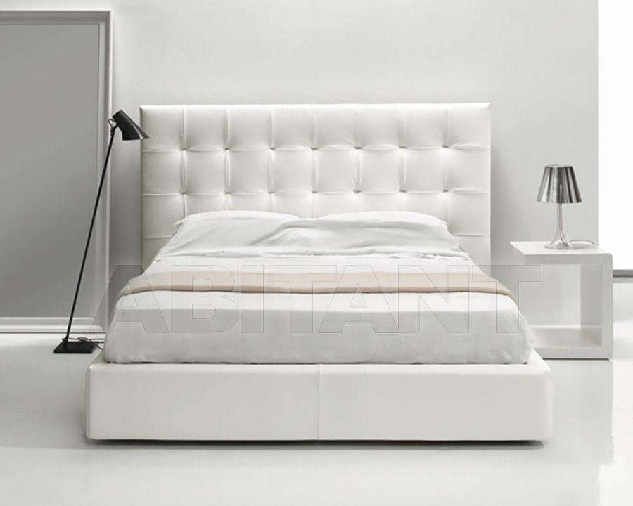Мягкое стеганое изголовье современной кровати