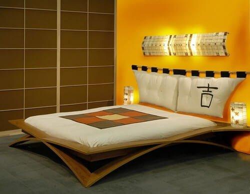 Необычные ножки двуспальной кровати