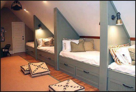 Нестандратные кровати для мансарды