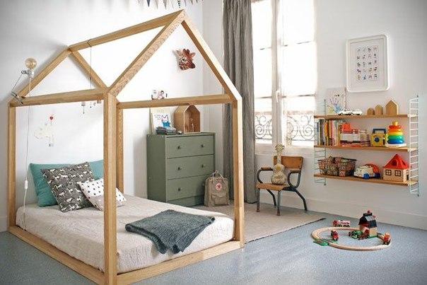 Низкая кроватка в виде домика