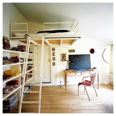 Новое слово в интерьере - подвесная кровать над потолком