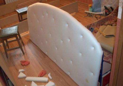 Обиваем изголовье и каркас мебели