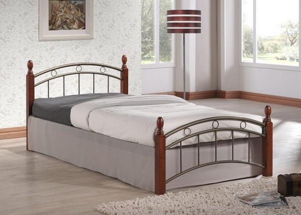 Односпальная деревянная кровать с металлическими элементами