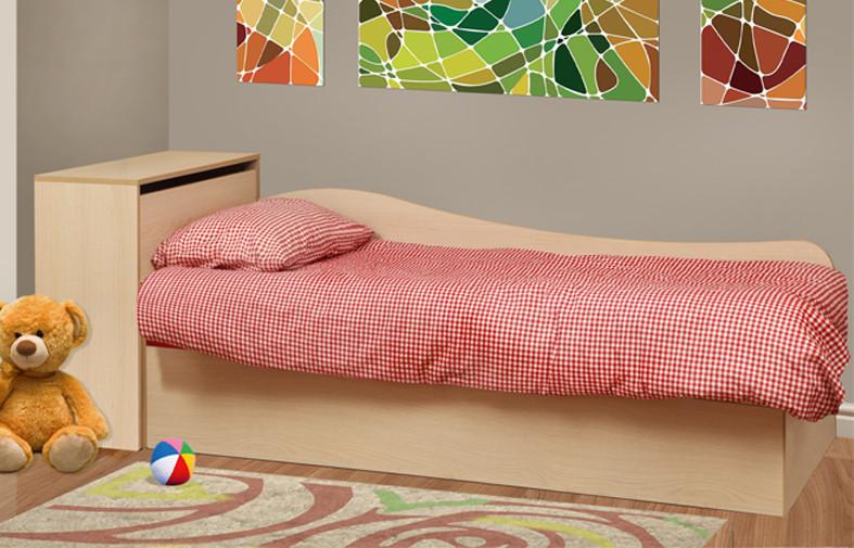 Односпальная деревянная кровать