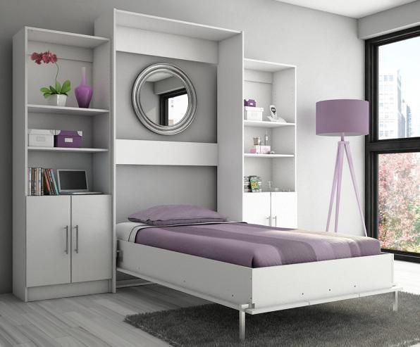 Односпальная кровать, расположенная в стене