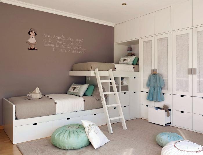 Оригинальная двухъярусная кровать со встроенными выдвижными ящиками
