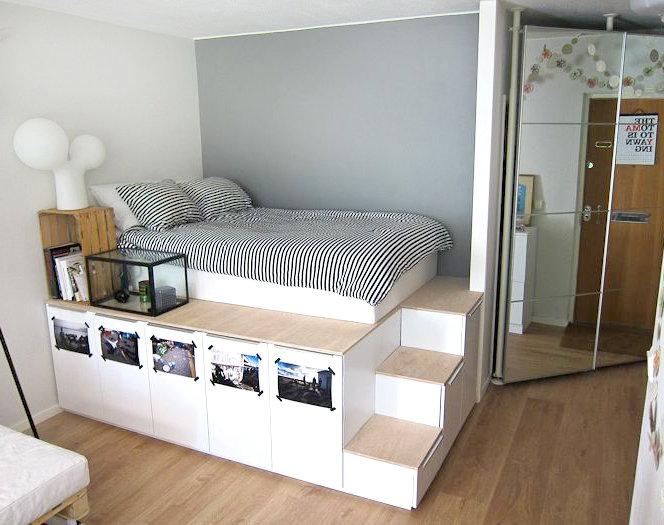 Оригинальная кровать на подиуме и с ящиками для хранения