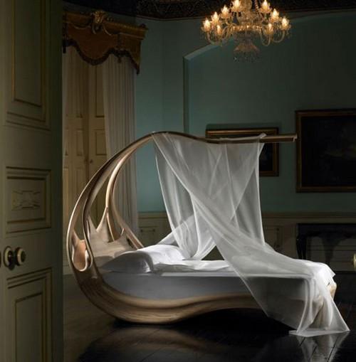 Оригинальная кровать с балдахином