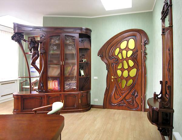 Оригинальные детали корпусной гостиной мебели