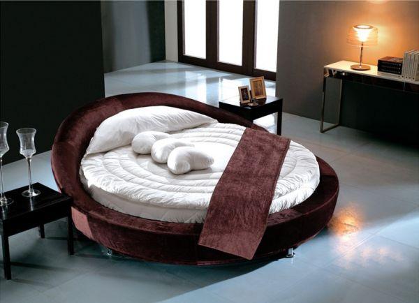 Особенности применения круглых кроватей