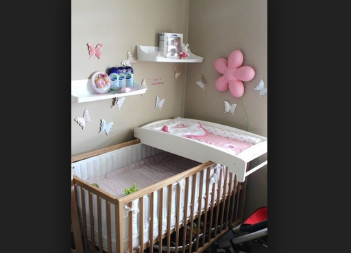 Пеленальный столик с практичной кроватью для ребенка