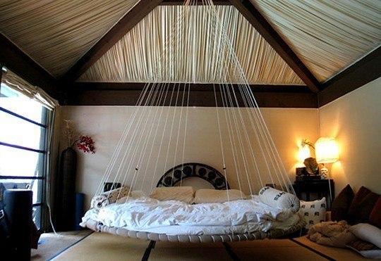 Подвесная на веревки кровать