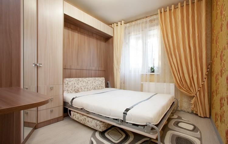 Полноценная двуспальная кровать в шкафу