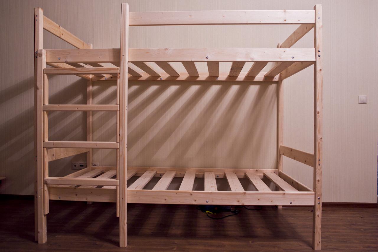 Практичная кровать из массива сосны