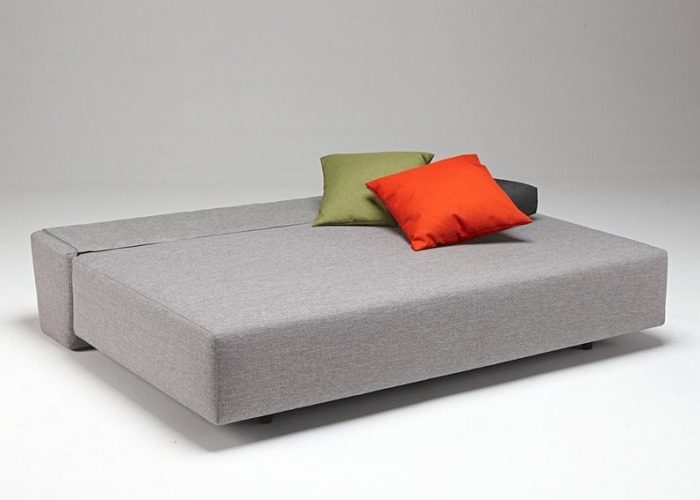 Разложенный диван со спальным местом