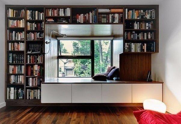 Шкаф для книг около окна