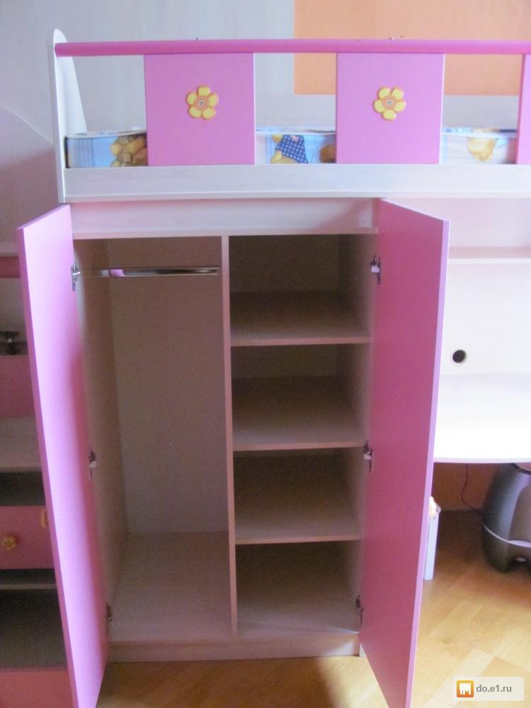 Шкаф-кровать с двумя ярусами для ребенка