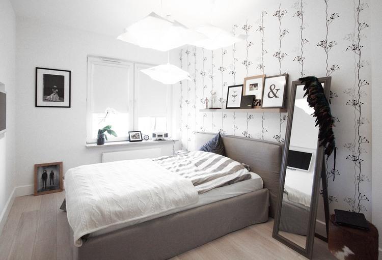 Серые оттенки интерьера кровати в спальне