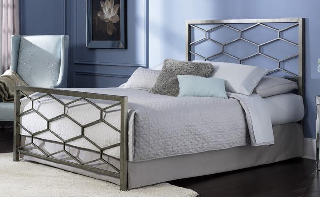 Современный вариант оформления кровати хай-тек