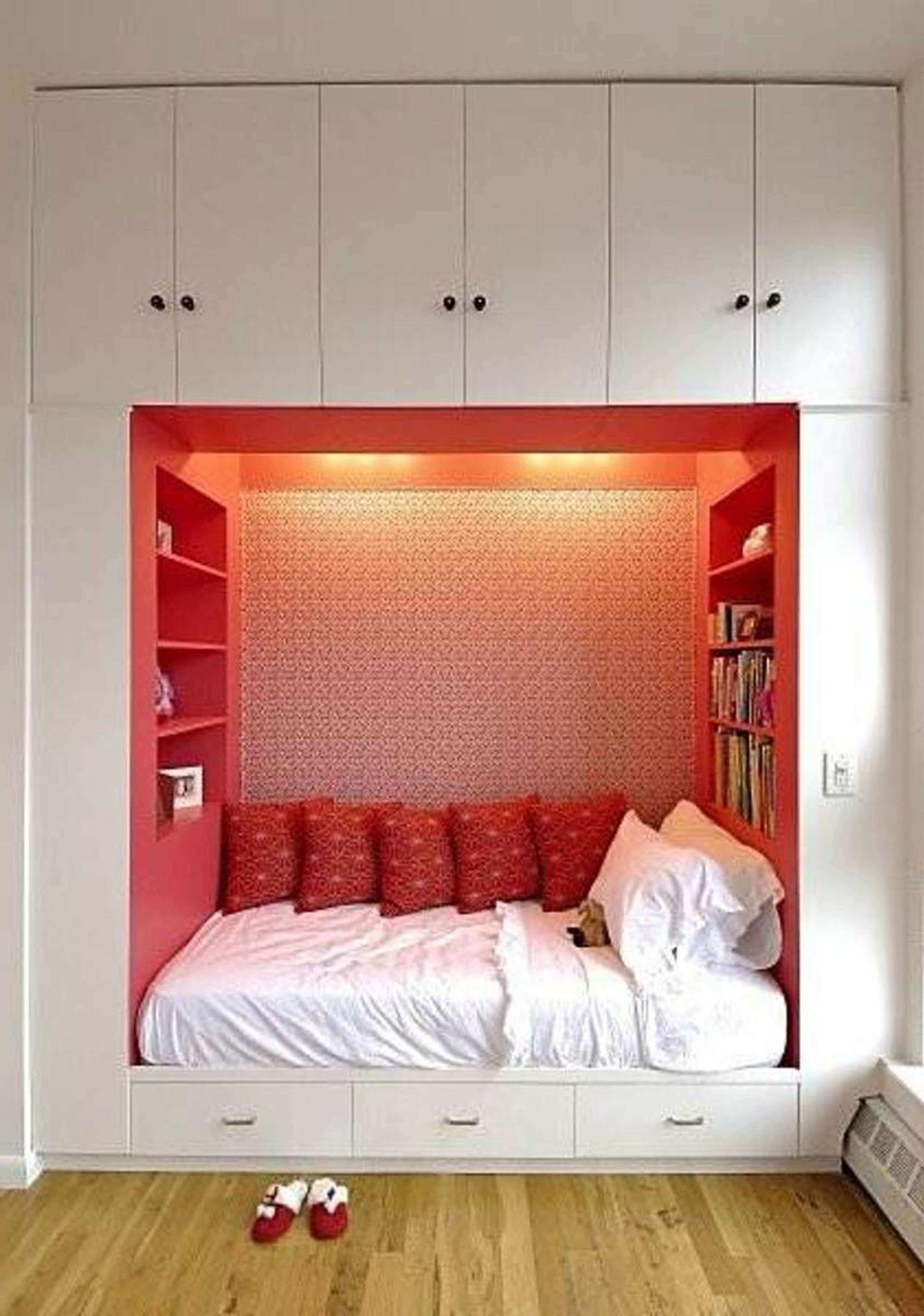 Спальное ложе встроенное в шкаф
