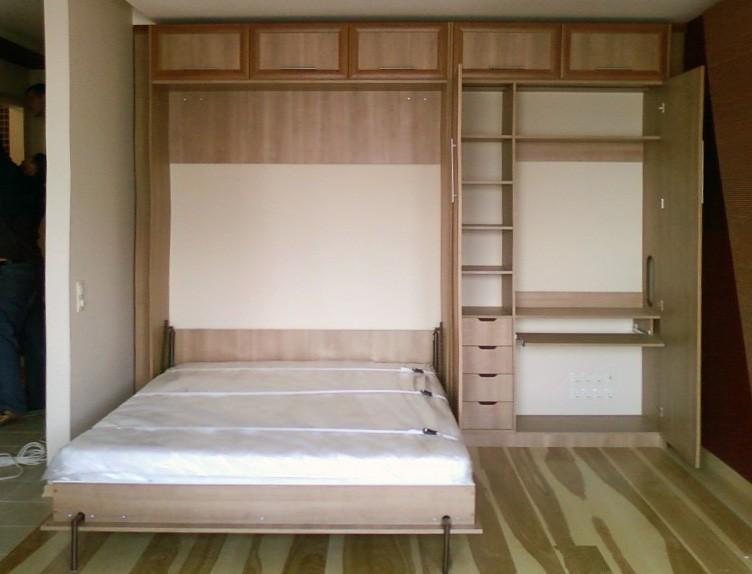 Спальное место на ремнях в шкафу