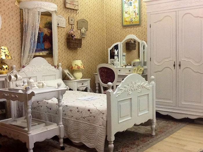 Спальня и кровать в стиле прованс