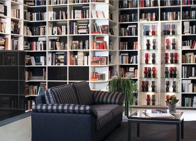 Стенка для размещения книг в доме