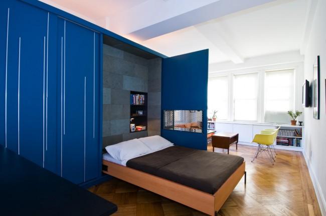Стенка синего цвета со спальным местом