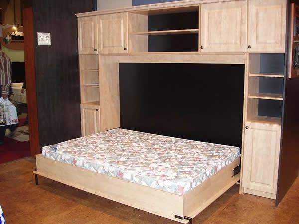 Стенка со встроенным спальным местом