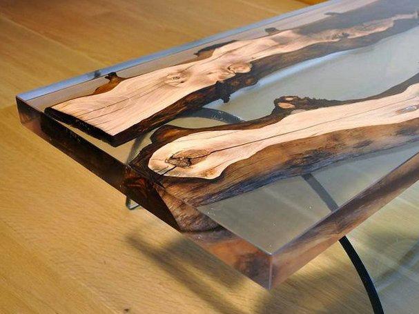 Столик на основе стекла и дерева