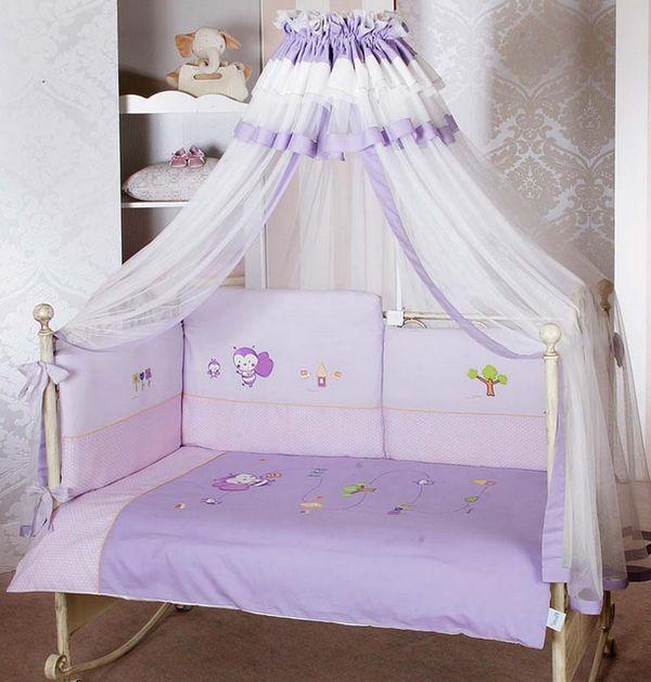 Светлые оттенки балдахина для кровати