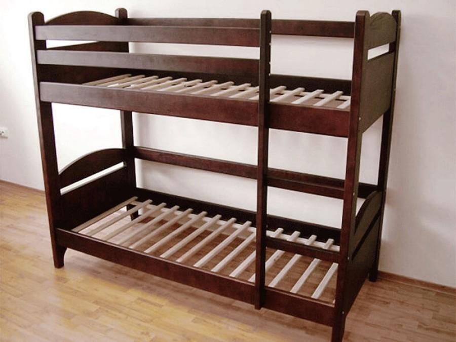 Темные покрытия современной детской мебели из массива