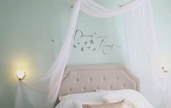 Теперь обычная кровать смотрится куда романтичней