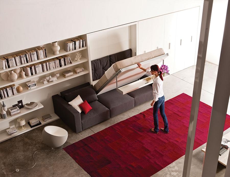 Удобное спальнео место в шкафу