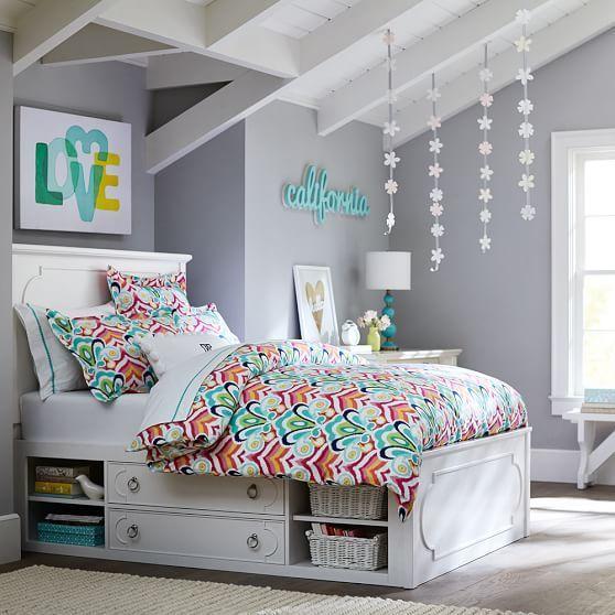 Высокая классическая кровать с ящиками и полками