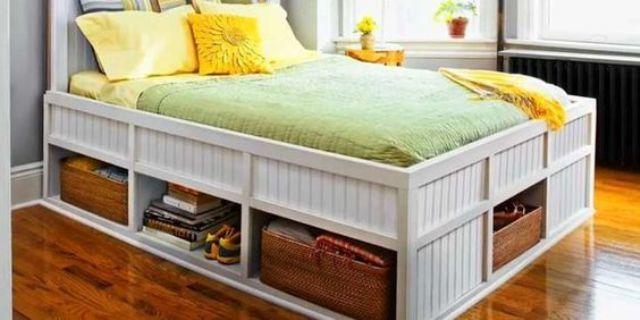 Высокая кровать с глубокими полками под ней