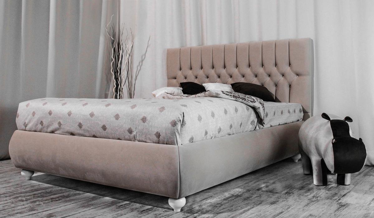 Высокая опора современной мебели