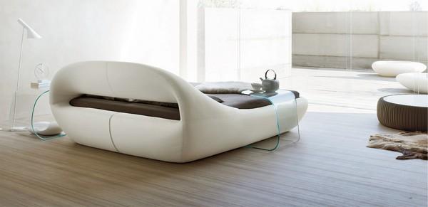 Высокое изголовье современного кровати для двоих
