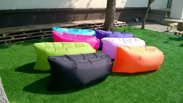 Яркие надувные кровати-диваны Lamzac