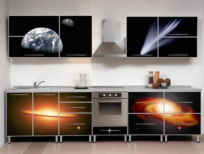 Яркие принты на кухонных фасадах