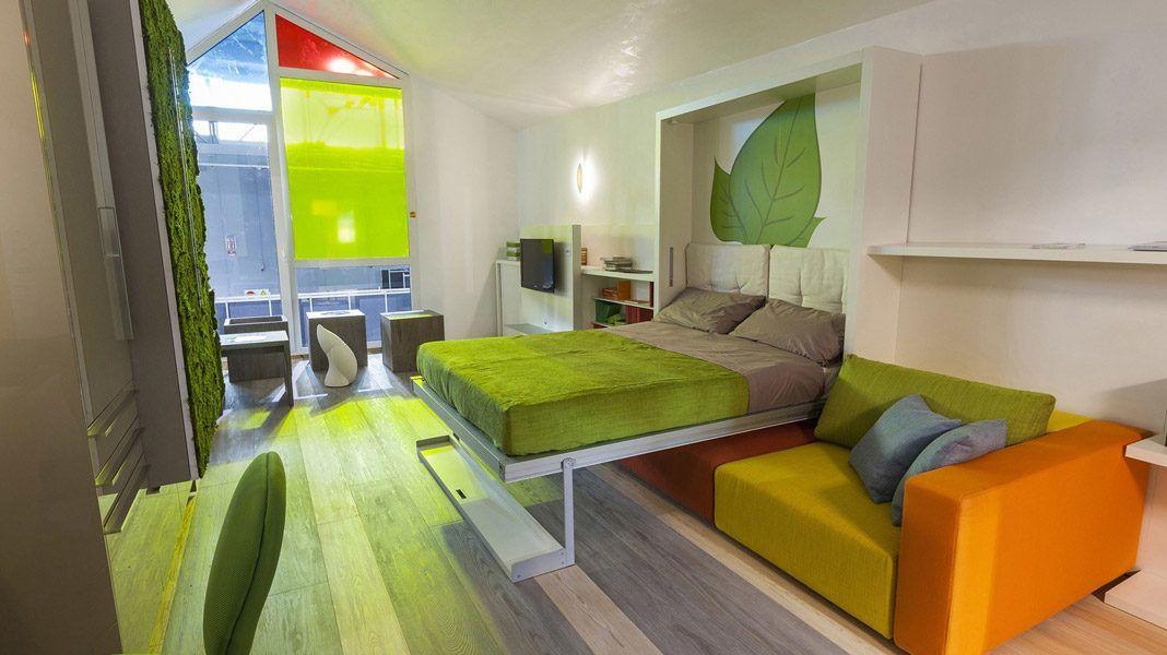 Яркий интерьер небольшой комнаты
