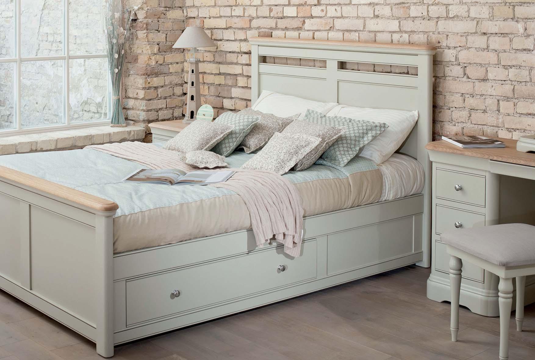 Ящики внутри односпальной кровати
