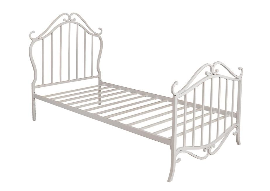 Железные кровати в интерьере