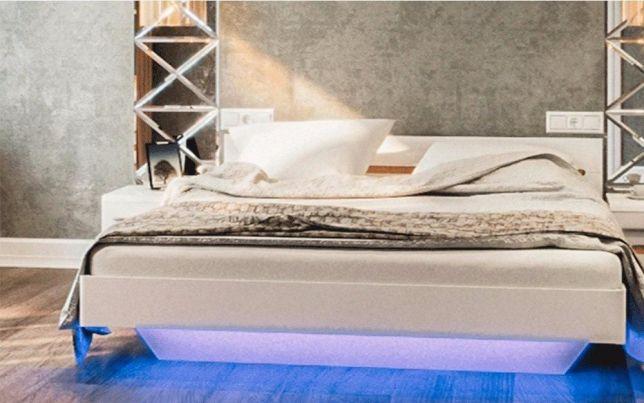 Белая кровать с подсветкой