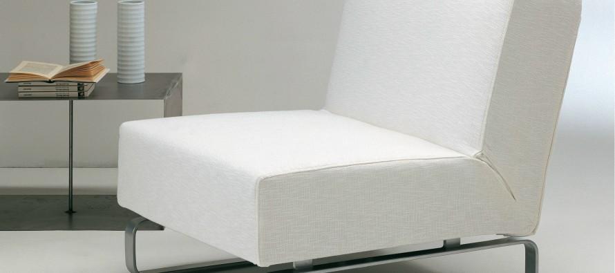 Белое красивое кресло-кровать