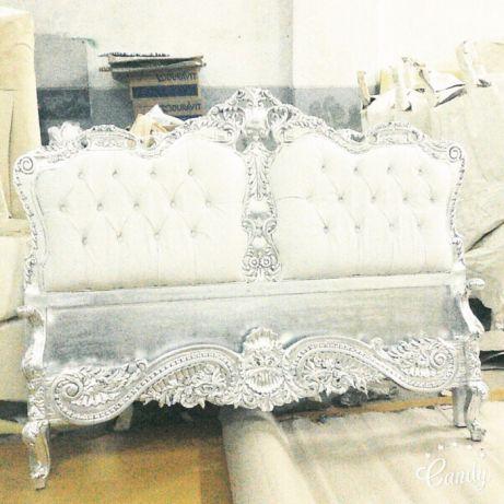 Белое стеганое изголвье кровати